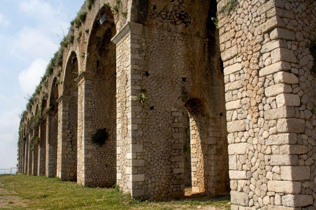 Archi e Tempio di Giove a Terracina nel Lazio