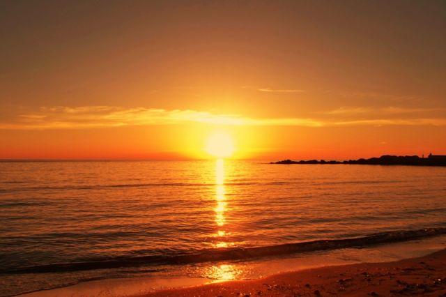Foto panoramica dell'alba mare e spiaggia a Gallipoli in Puglia - Movingitalia.it