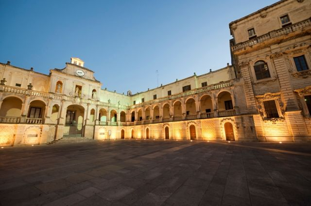 Piazza a Lecce - Movingitalia.it