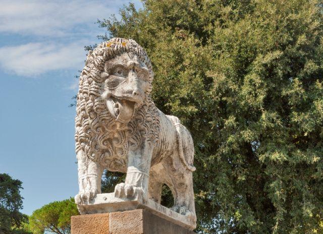 Antica statua del leone a Lucca