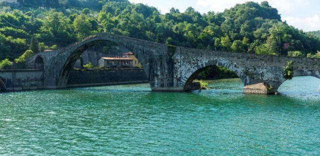 Ponte della Maddalena e fiume Serchio a Lucca - Movingitalia.it