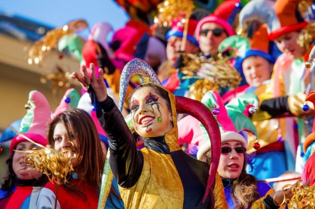 Festival, la sfilata di carri allegorici per le strade di Viareggio sfilata di carnevale a Viareggio