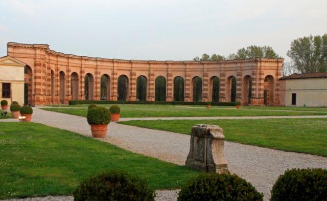 Giardini nel palazzo di Mantova in Lombardia
