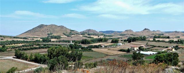 colline a N e NE di Serrenti (foto di MTF) - Movingitalia.it