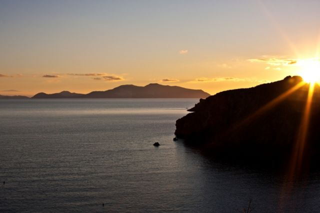 Foto al tramonto a Lipari - Movingitalia.it