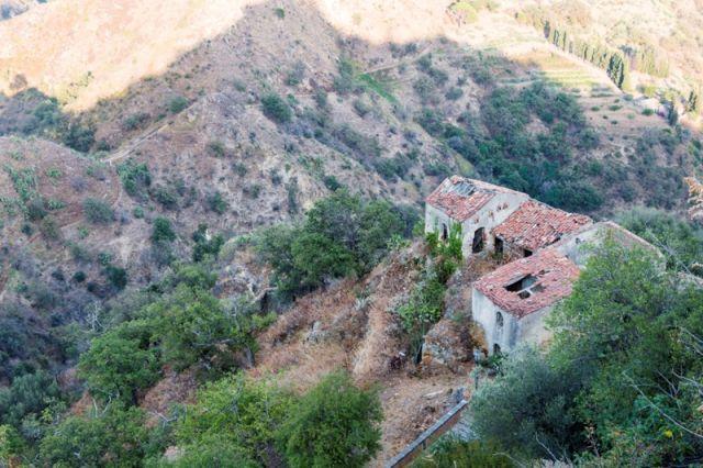 Rovine nelle colline di Savoca - Movingitalia.it