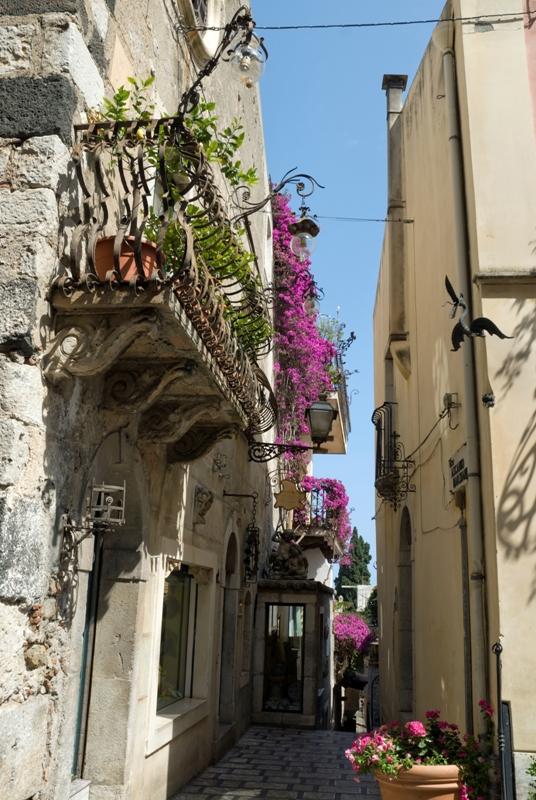Stradine della città di Taormina - Movingitalia.it