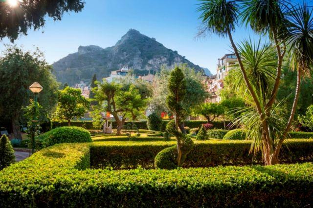 Strada e parco a Taormina in Sicilia - Movingitalia.it