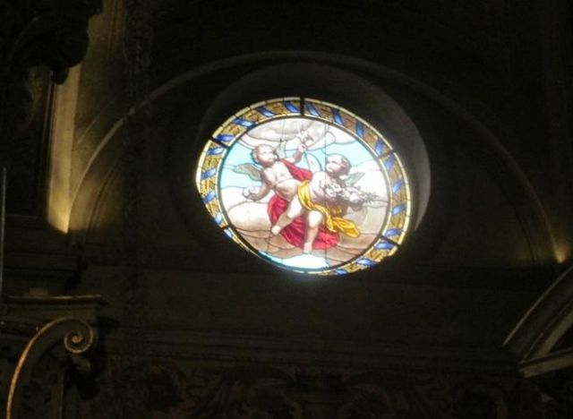 vetrate artistiche interno Basilica San Martino Magenta - Movingitalia.it