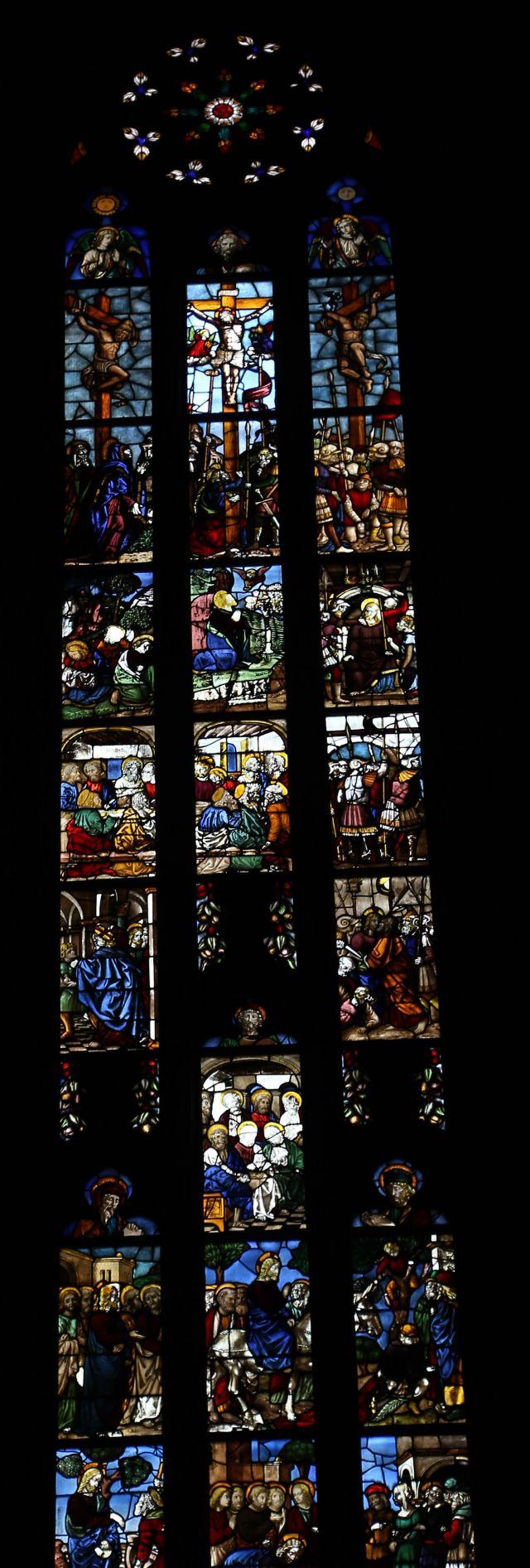 Vetrata artistica con vari Santi Duomo di Milano - Movingitalia.it