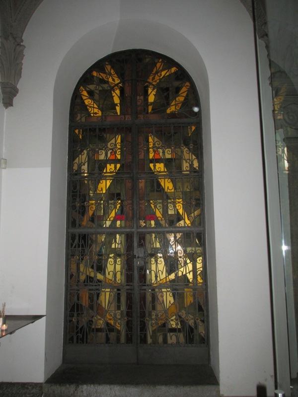 Porta vetrata Santa Maria delle Grazie a Milano - Movingitalia.it