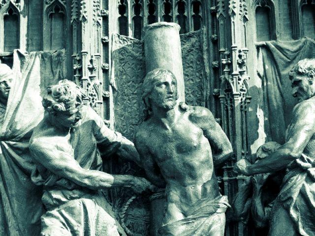 Statua nella cattedrale di Milano - Movingitalia.it