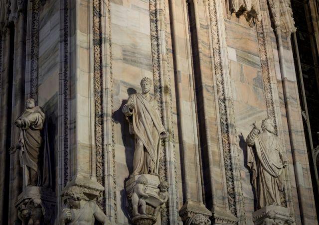 Statue Cristiane nella cattedrale di Milano - Movingitalia.it