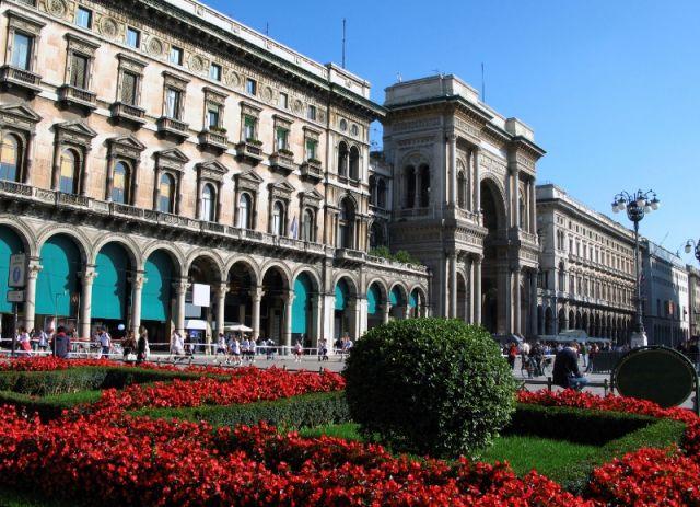 Piazza Duomo e fiori a Milano - Movingitalia.it