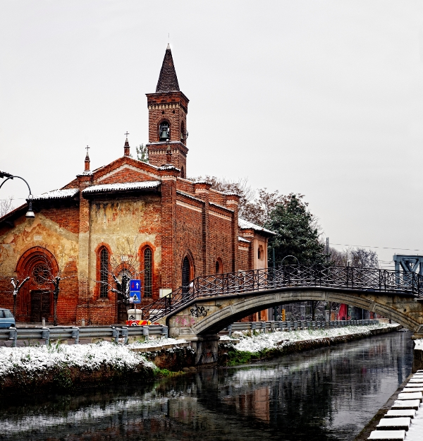 Chiesa a Milano Innevata - Movingitalia.it