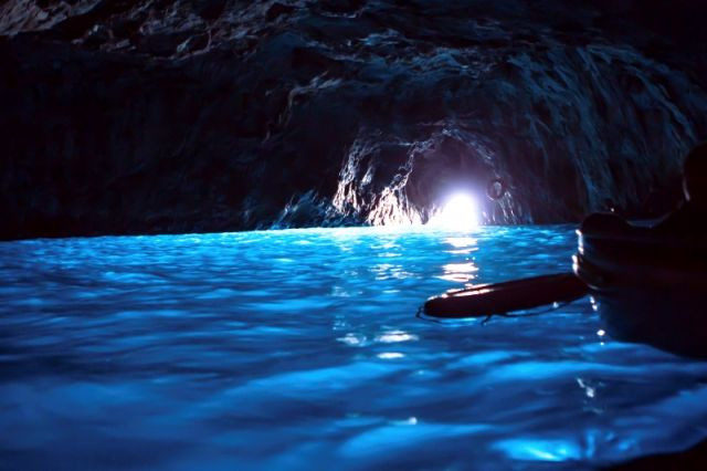 Interno della grotta di Capri - Movingitalia.it