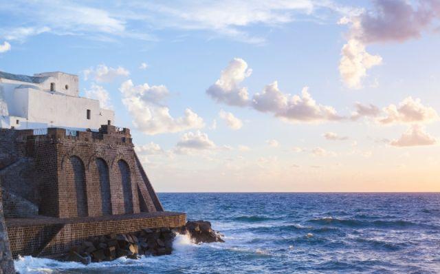 Chiesa sul mare di Santa Maria del Soccorso in Forio - Movingitalia.it