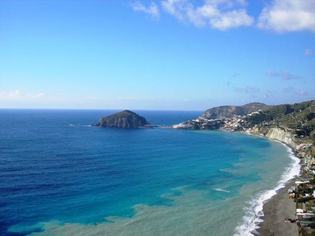 Spiaggia e mare a Ischia