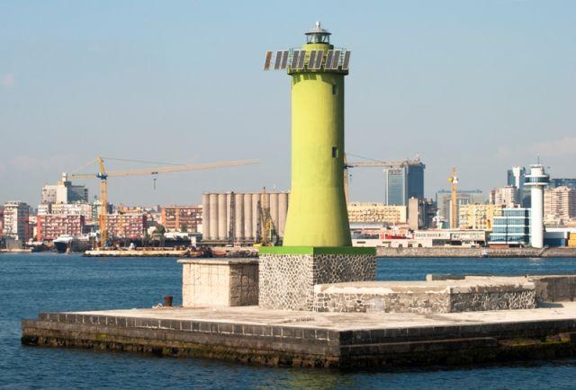 Faro nel Porto di Napoli