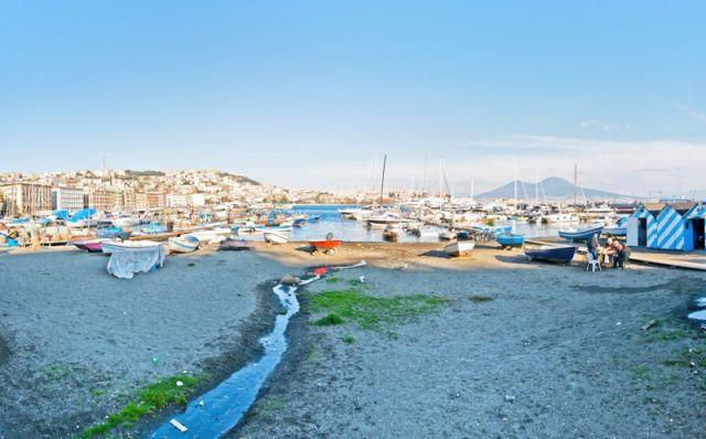 Foto panoramica del porto di Mergellina Napoli