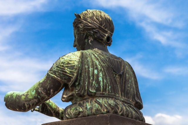 Primo piano statua a Pompei Napoli