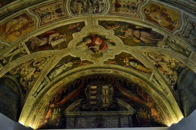 Dipinti all'interno della Chiesa a Napoli - Movingitalia.it