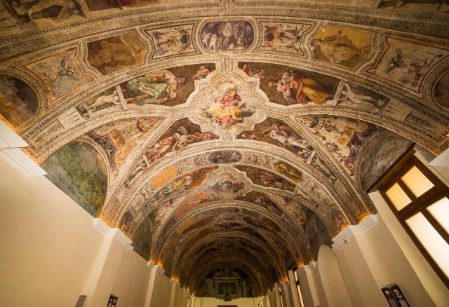 Interno della Chiesa e dipinti a San Lorenzo Maggiore a Napoli - Movingitalia.it