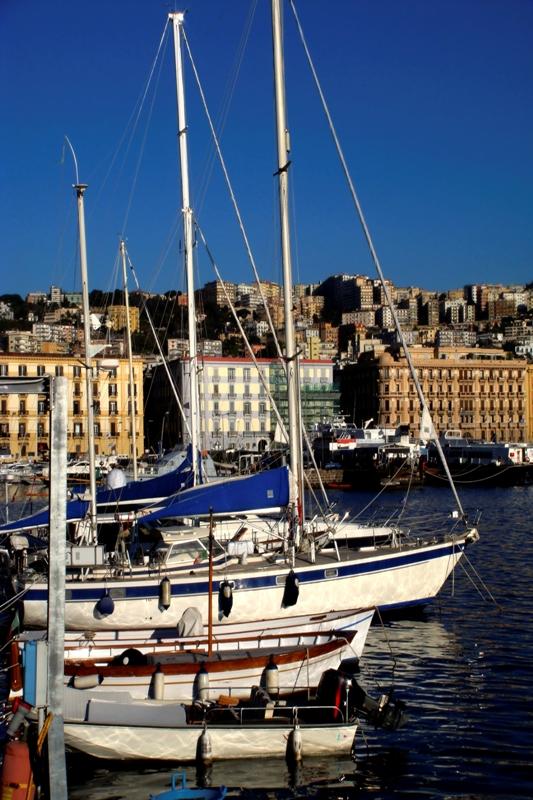 Primo piano del porto di Mergellina Napoli