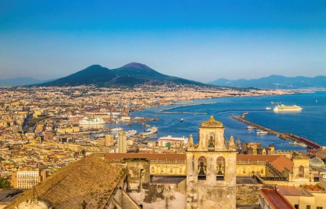 Città e mare a Napoli - Movingitalia.it