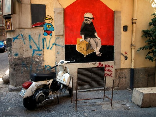Simbolo di Napoli Murales - Movingitalia.it