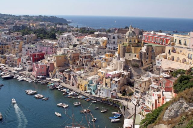 Foto panoramica dell'isola di Procida a Napoli - Movingitalia.it