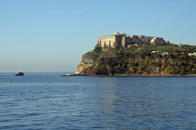 Palazzo Baronale sull'isola di Procida a Napoli - Movingitalia.it