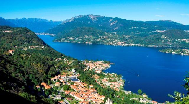 Foto panoramica del lago d'Orta a Novara