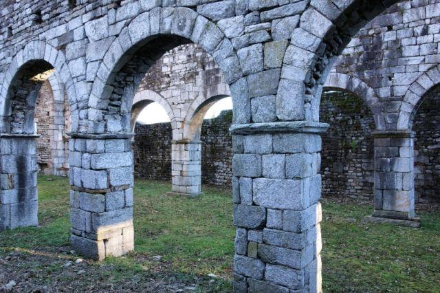 Antiche rovine e archi a San Martino Gattico a Novara