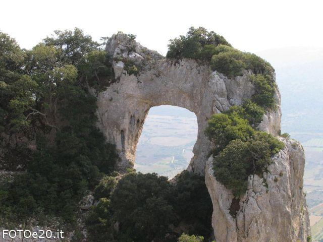 La pietra forata Galtellì - Movingitalia.it