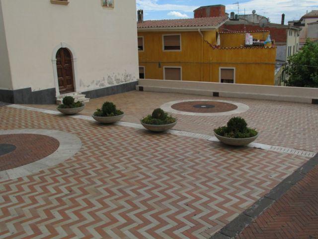 Terrazzo con piante a Orosei - Movingitalia.it