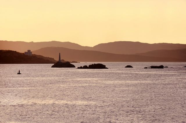 Mare al tramonto alla Maddalena - Movingitalia.it