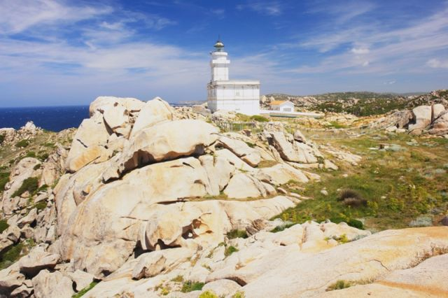 Foto panoramica Faro a Capo Testa in Sardegna - Movingitalia.it