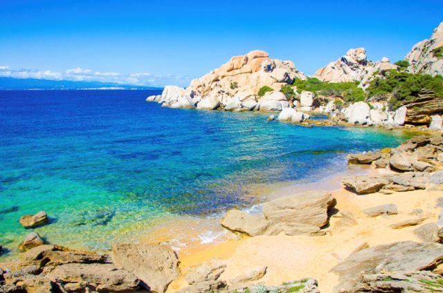 Mare cristallino Capo Testa Sardegna - Movingitalia.it