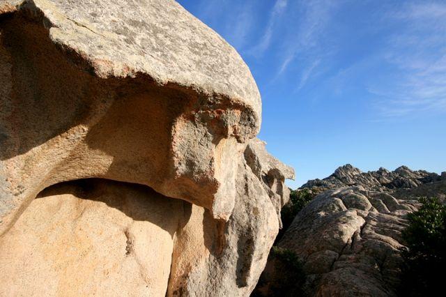 Primo piano roccia a Santa Teresa di Gallura in Sardegna - Movingitalia.it