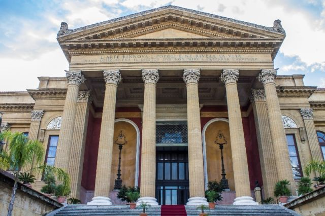Teatro Massimo e colonne a Palermo - Movingitalia.it