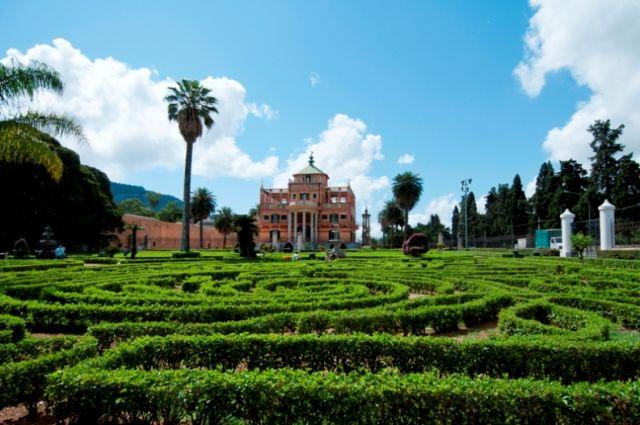 Palazzina Cinese Palermo particolari in giardino
