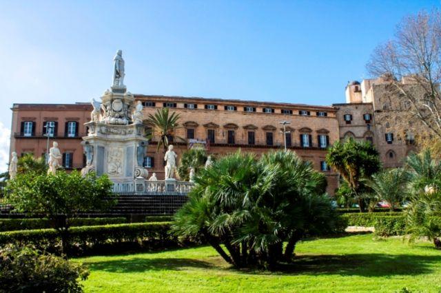 Palazzo dei Normanni in Palermo e giardini in Sicilia