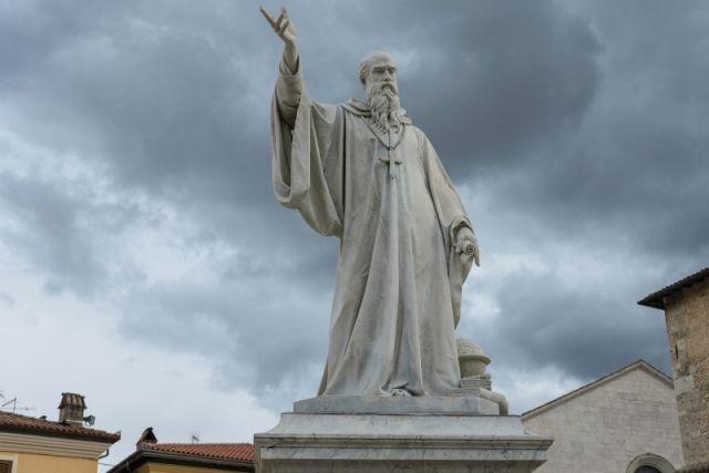 Statua di San Benedetto a Norcia a Perugia