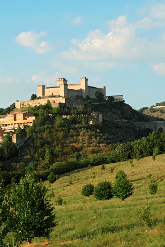 Foto panoramica del Castello e del paesaggio di Spoleto