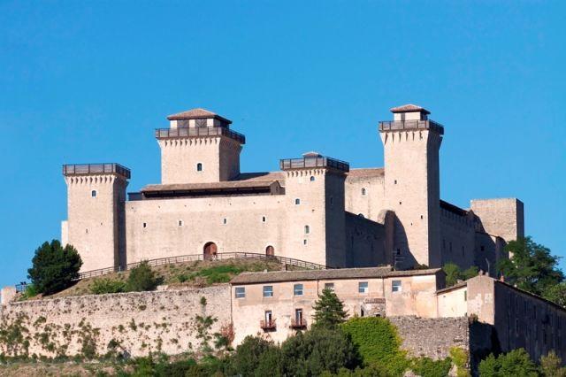 Il Castello di Spoleto, denominata Rocca Albornoziana, in cima a Spoleto, Umbria