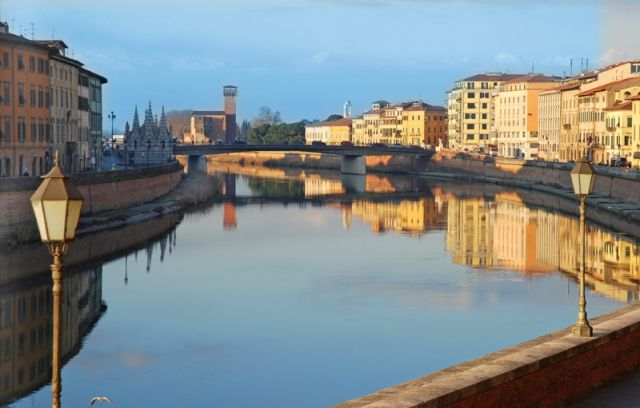 Foto panoramica con fiume arno Pisa - Movingitalia.it
