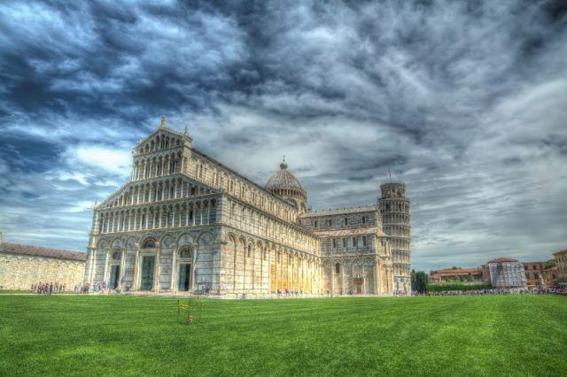 Cielo nella Piazza dei Miracoli di Pisa