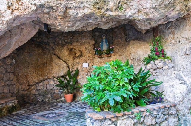 Cava a Maratea nella Basilicata - Movingitalia.it