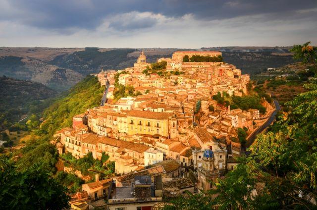 Meravigliosa vista della città di Ragusa - Movingitalia.it